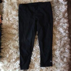 Lululemon 🍋 3/4 Length Black Capri Pants, Sz 8